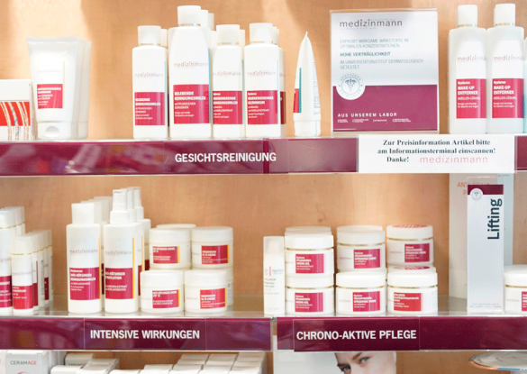 -Produkt-Regal des Medizinmann. Bildcredit: Apotheke Wilhelmsburg